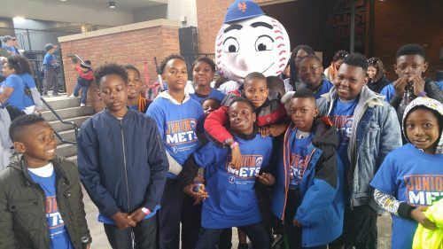 BYSC kids with NY Mets